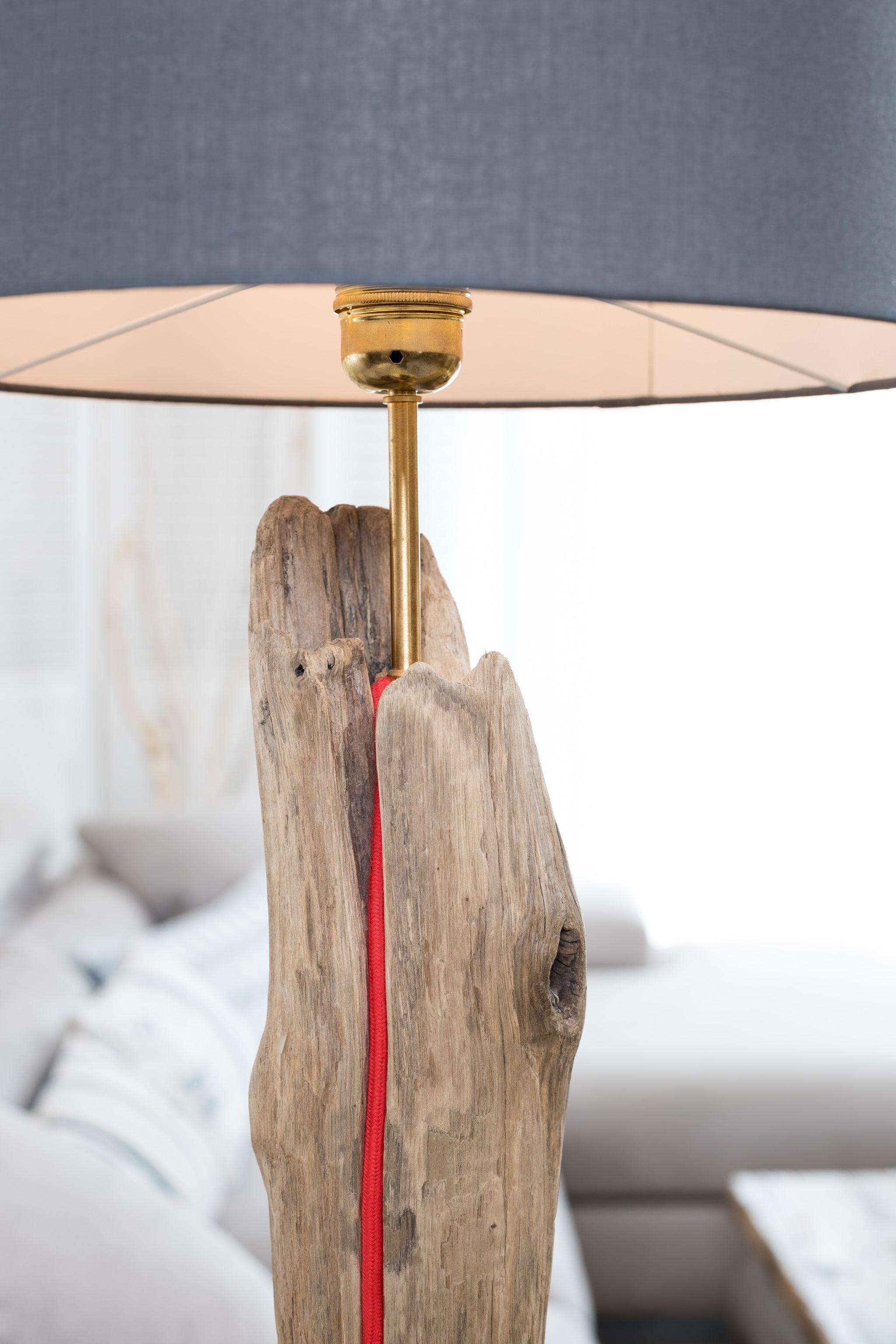 lampe en bois flott avec abat jour ambiance nature. Black Bedroom Furniture Sets. Home Design Ideas