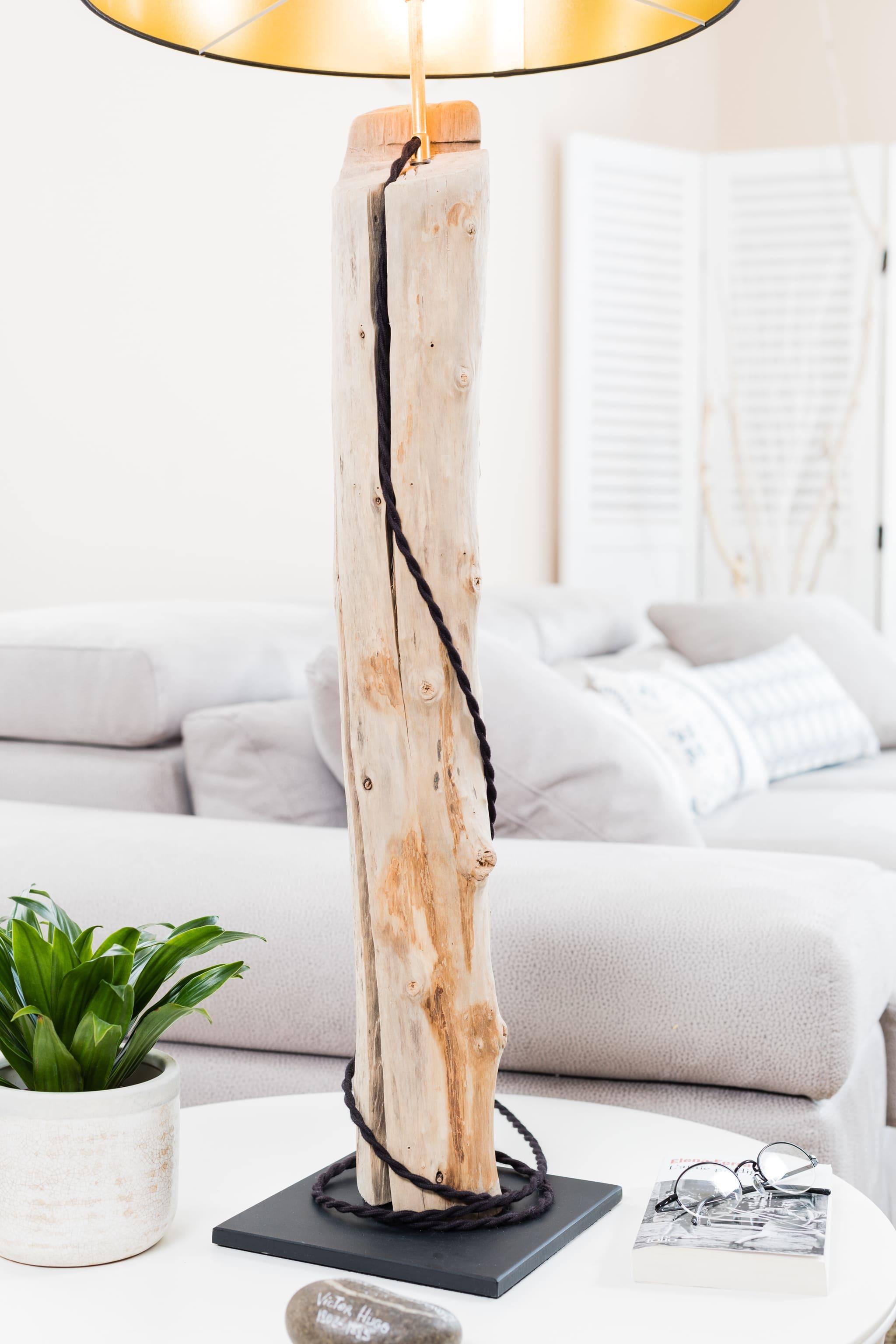 lampe en bois flott avec abat jour chintz noir et or ambiance nature. Black Bedroom Furniture Sets. Home Design Ideas