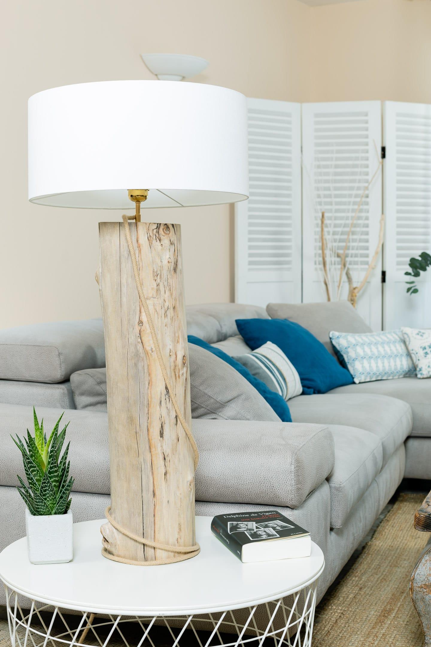 Lampe en bois flotté avec abat-jour